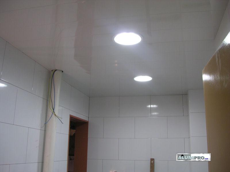 Reforma de cocina con instalaci n de falso techo de aluminio - Iluminacion de techo ...