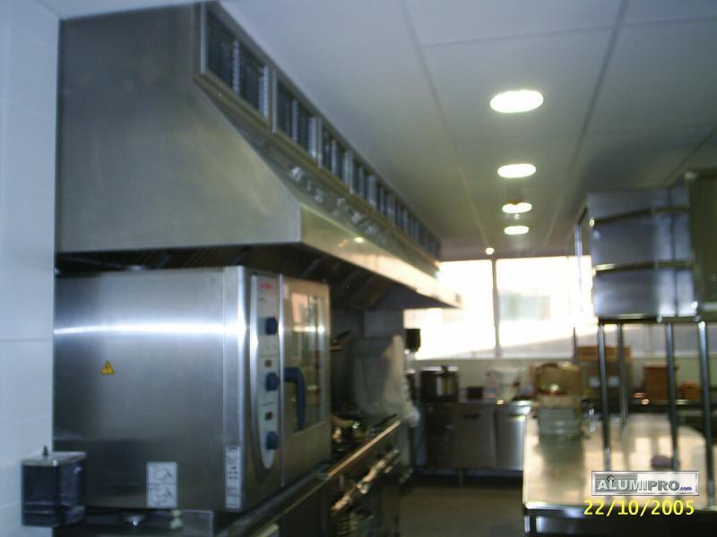 Instalaci n de falso techo modular en cocina de restaurante - Falso techo modular ...