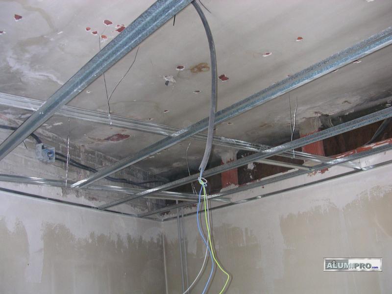 Proceso de instalaci n de falso techo en local comercial - Como colocar pladur en techo ...