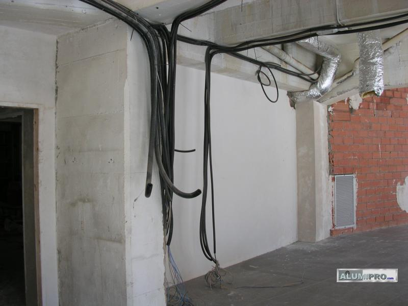 Ocultaci n de instalaci n el ctrica en local comercial - Instalacion electrica vista ...